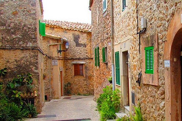 Valldemosa Cheap holidays with PurpleTravel
