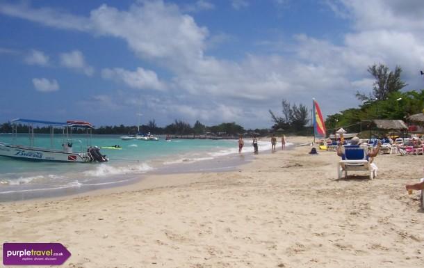 Runaway Bay Cheap holidays with PurpleTravel