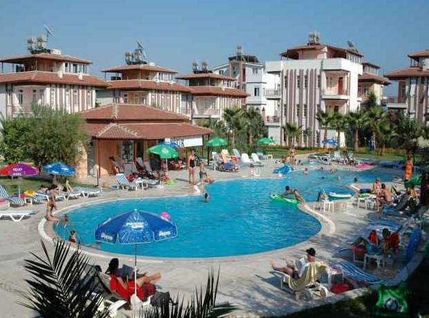 Sunlight garden side purple travel - Uk hotels with outdoor swimming pools ...