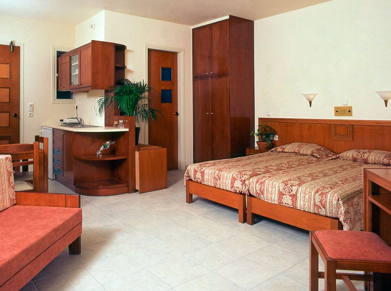 Mikes Studios & Apartments, Maleme | Purple Travel