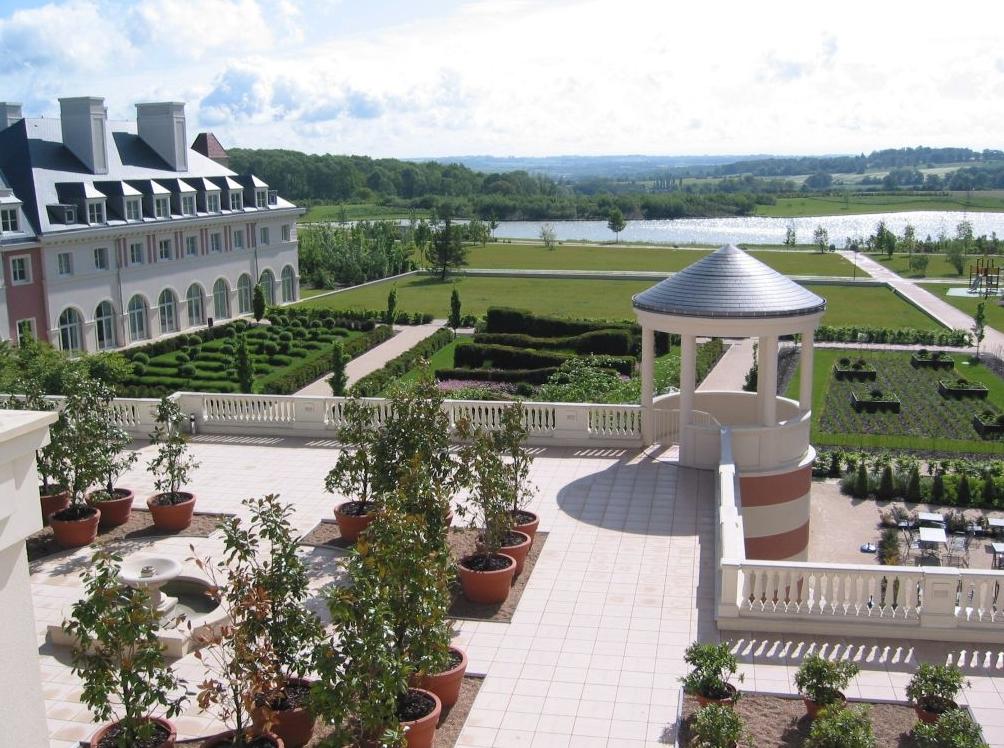 Dream castle hotel disneyland disneyland paris purple for Chambre castle club disneyland hotel