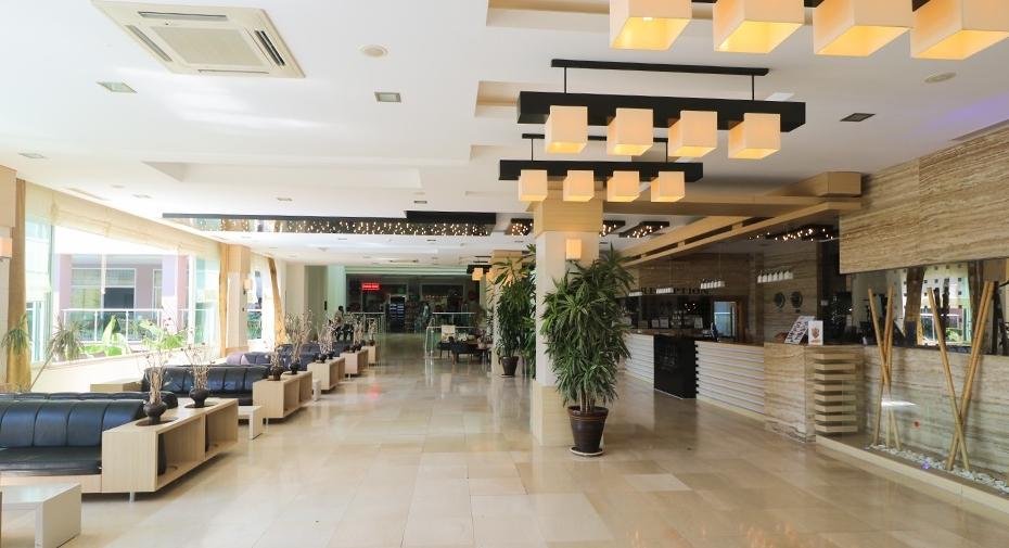 Hotel lounge photo