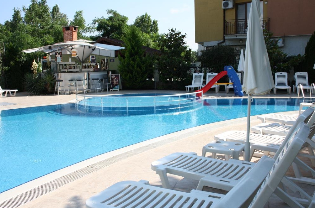 Swimming Pool Travel : Hotel mpm boomerang bulgaria purple travel