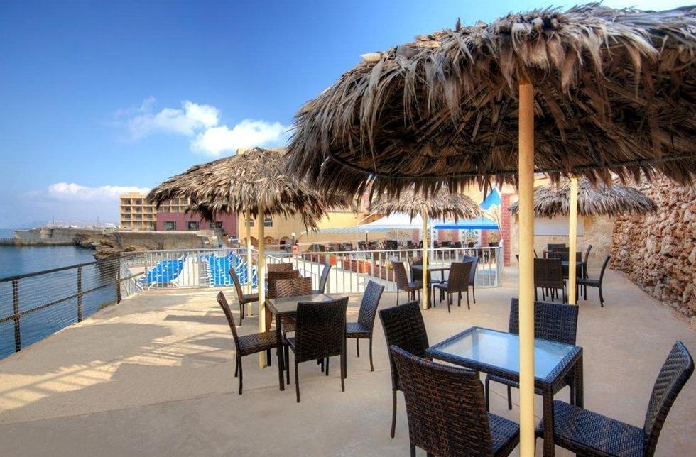 Paradise Bay Hotel - room photo 4932211