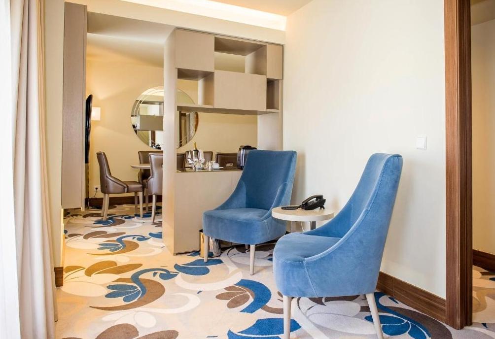 Suite-Living Area photo