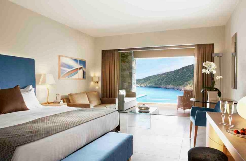 Daios cove luxury resort agios nikolaos purple travel for Chambre de luxe